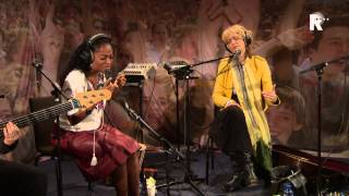 Live uit Lloyd - Leoni Jansen & Izaline Calister - They Dance Alone