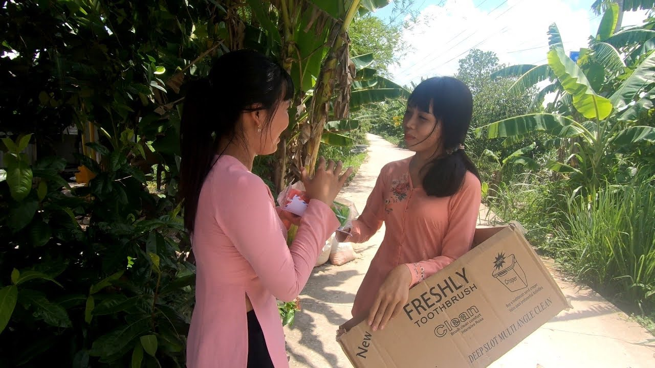 Phát quà cho người nghèo - Quà tặng của công ty Tampon Sai Gon Thái Dương