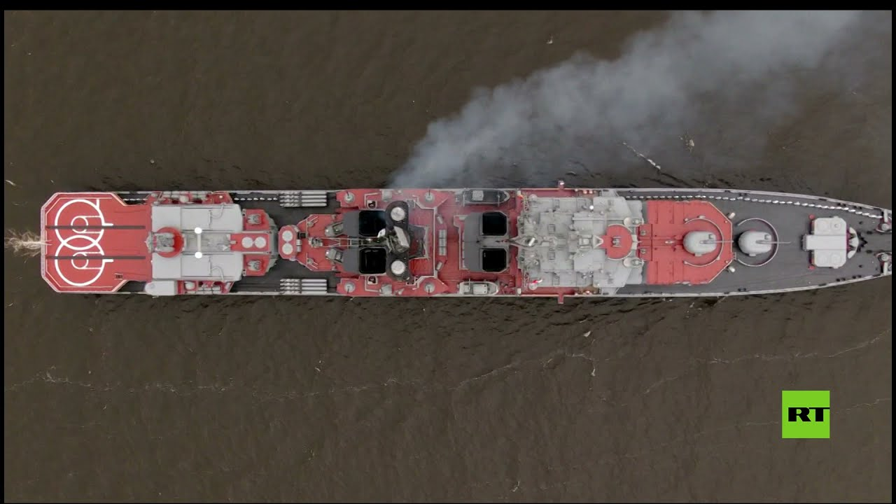 نظرة على سفينة -الأميرال كولاكوف- المضادة للغواصات أثناء العرض العسكري في سان بطرسبورغ  - نشر قبل 8 ساعة