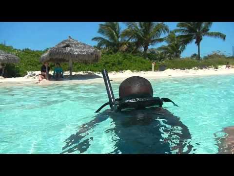 Speed Boat in Nassau-Bahamas: inside the water