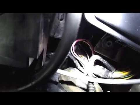 Рено Логан. Эксплуатация. Замена габаритных ламп.