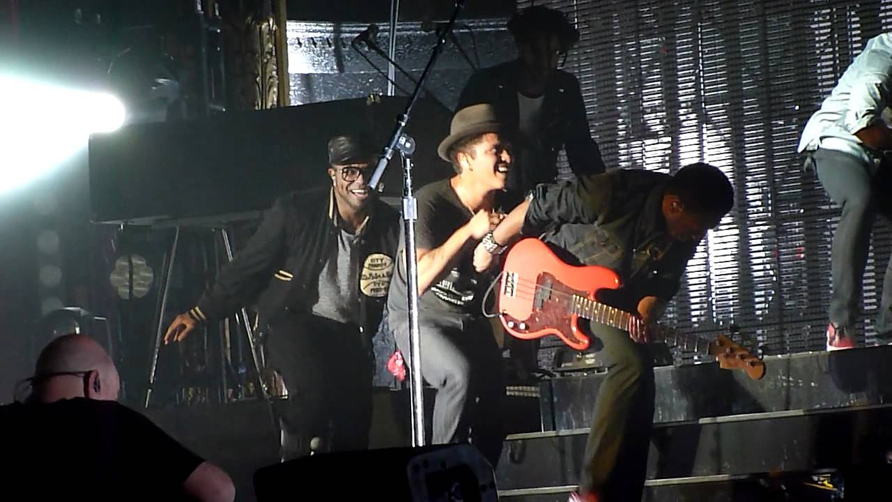 """Bruno Mars - Doing The """"James Brown"""" - YouTube"""