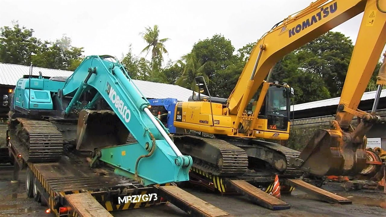 Kobelco SK200-10 Komatsu PC200-8 Excavator Transport By Self Loader Truck