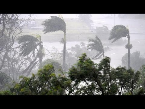 Cyclone Debbie makes landfall in Queensland