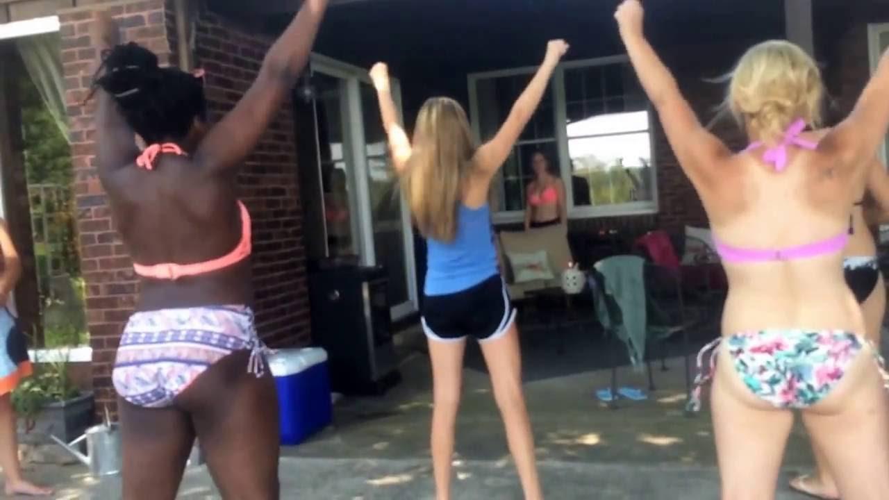 amateur girls flashing pussies