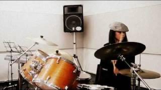 ドラムの練習を初めて半年くらい経った頃。 やっとここまで叩けるように...