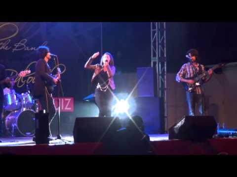 Qurat ul Ain Baloch medley - live at LGS 55 main 30/10/2011