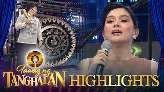 Tawag ng Tanghalan: Mariel receives a gong from Ryan