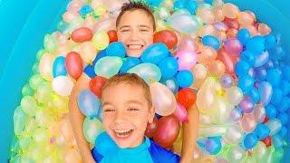 On remplit une piscine avec 1500 bombes à eau ! - Zuru Bunch O Balloons Pool - 1/2