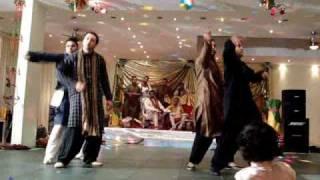 Best wedding dance ever Mauja Mauja - Shaadi Performance