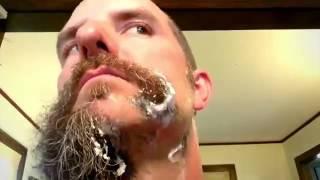 Hi sinh bộ râu vì nghệ thuật ảo tung chảo
