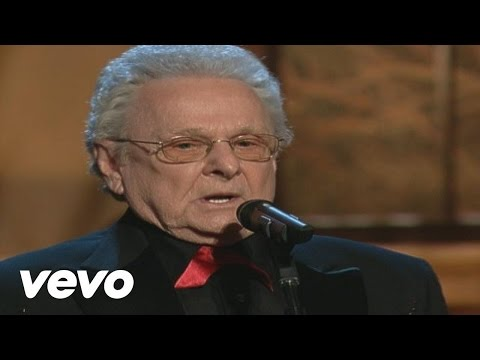 Ralph Stanley & The Clinch Mountain Boys - A Robin Built a Nest On Daddy's Grave [Live]