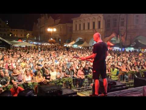 Wohnout - U nás na Nouzově (live Žatec - Dočesná 2016)