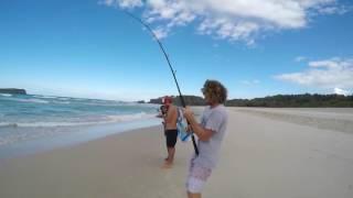 Ловля тунца с помощью дрона(В этом видео несколько парней ловят тунца с помощью дрона. Основная идея такой рыбалки в том, что с помощью..., 2016-08-13T19:13:23.000Z)
