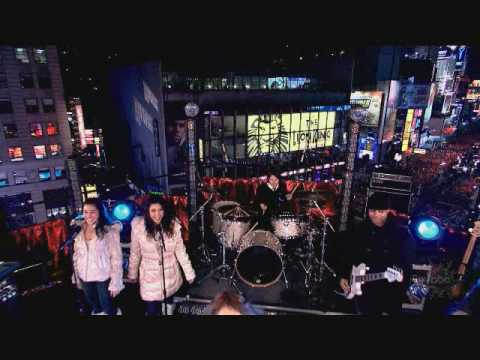 Miley Cyrus New Years Eve 2008 Time Square (HQ)