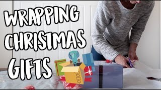 WRAPPING CHRISTMAS GIFTS! VLOGMAS DAY 24!