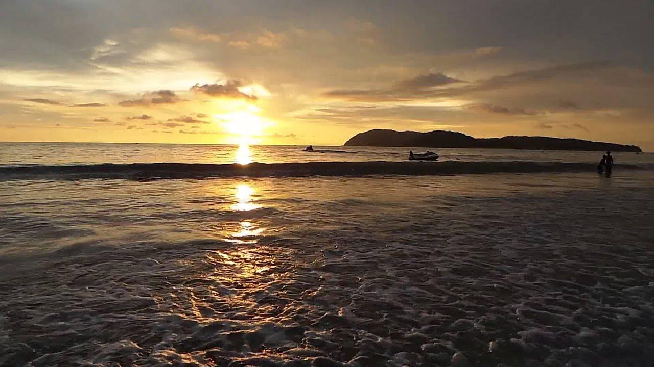 Pemandangan Matahari Terbenam di Pantai Cenang, Langkawi