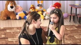 Download Мама с дочкой поют на 8 Марта Mp3 and Videos