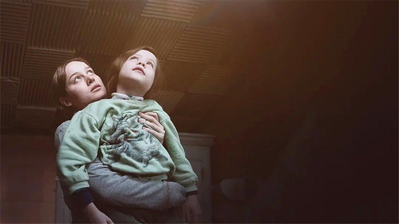 【安哥】困在棚屋7年的女孩,被從未出過門的兒子,多次解救生命《房间》