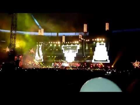 "MUSE "" New Born "" Stade de France 22 juin 2013 live (tribune ballons) HD"