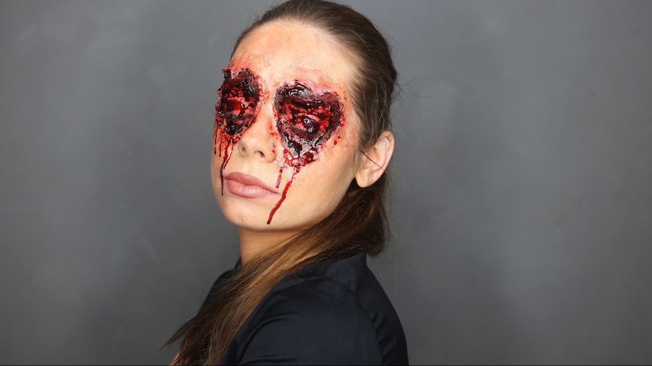 Halloween red eye makeup