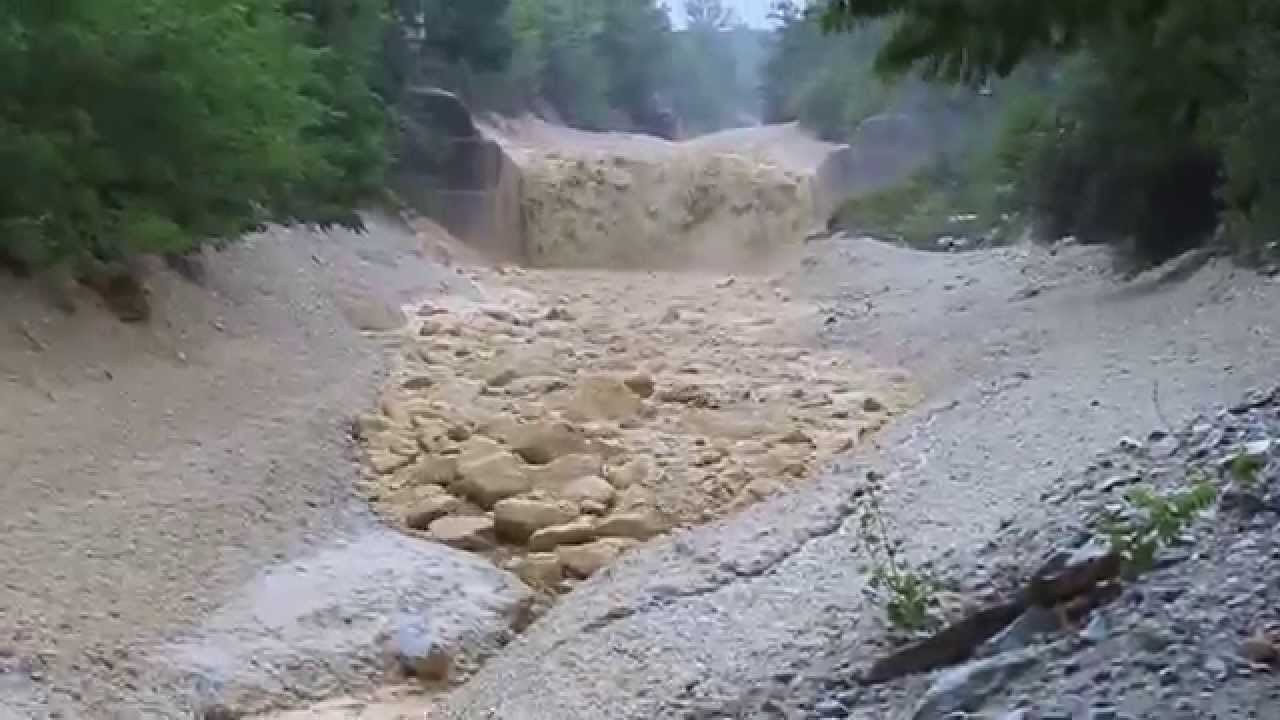 landslide and debris flow Information and videos for landslides, rockfalls, mudflows and debris flows.