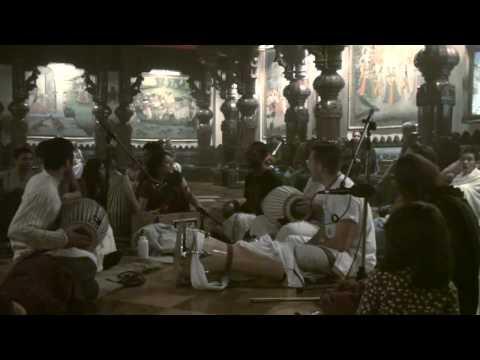 Bhajan - New Year's Eve 2010 - Gopi Gita dasi - 16/22