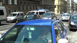 *4 lanes - 2 ways* Prague ambulance & police cruiser responding [6.2014]
