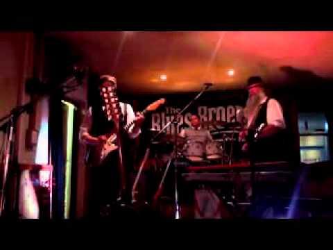Blues Broers rendition of Stevie Ray Vaughan's 'Pride and Joy'.avi