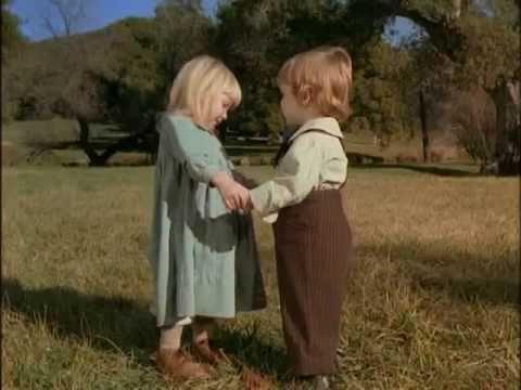 Risultati immagini per bambini piccoli innamorati