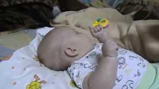 видео Когда давать соки грудному ребенку, как вводить сок в прикорм в 3-4 месяца?