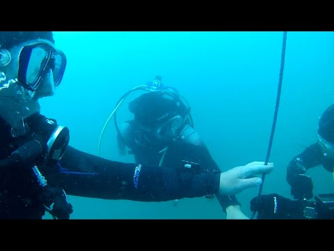 SCUBA DIVING THE DREDGER BALACLAVA BAY