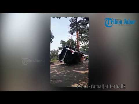 Bus Kramat Jati Terbalik di Jalan Raya Cicalengka-Nagreg, 3 Jam Evakuasi Bus