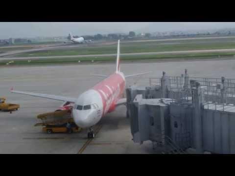 แอร์เอเซีย บินลงจอดที่สนามบินnoi bai international airport