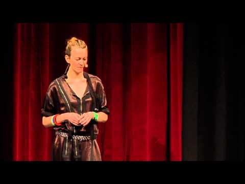 Fashion futurist: Suzanne Lee at TEDxFlanders - YouTube