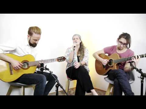 Hoy - Gloria Estefan // Acoustic Cover by Señorita // vocals by Irene Claussen