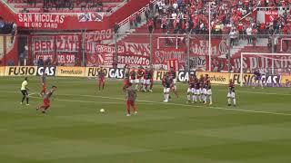 Independiente  -Tiro libre de Gaibor ante Colón