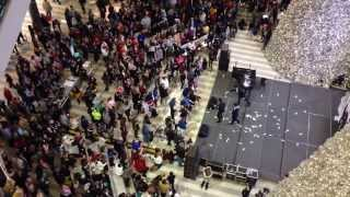 Man throws $1K cash into Mall of America rotunda BLACK FRIDAY