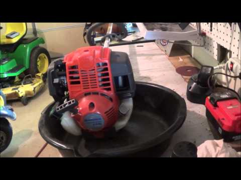 Changing the oil on a Husqvarna 224l/4-stroke Trimmer