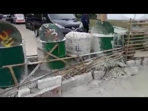 Warga Tutup Jalan ke Kecamatan Limo dengan Drum yang Dicor Mp3
