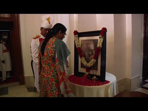 President floral tribute Rabindranath Tagore - 09-05-17