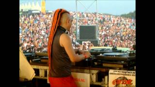 LAB 4 and later Yoji Biomehanika - Dance Valley 2001