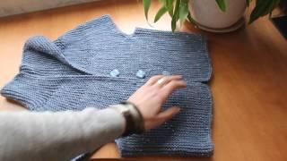 Короткий жакет спицами в технике укороченных рядов