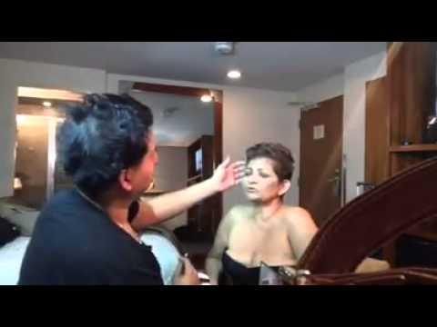Vídeo muy íntimo con La Tia Maria...Jorge le aplica maquillaje