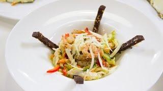 Готовим овощной салат с креветками, пицца на шпинатной основе и глинтвейн. 50 рецептов первого.