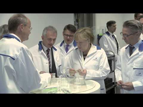 Bundeskanzlerin Angela Merkel besucht Sanofi in Frankfurt