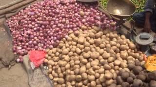 IHL18 Хинди лайф. Продолжение овощного рынка. Поездка вдоль русла реки Чатроварти.