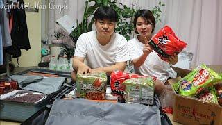 Soạn 2 vali quà bánh chuẩn bị mang về Việt Nam