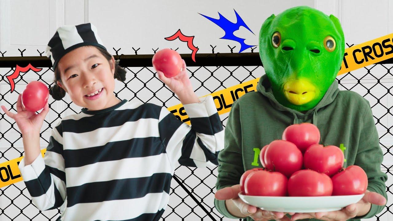 할로윈 괴물가면과 경찰놀이해요 Irene and Ella pretends to play a police chase for kids story