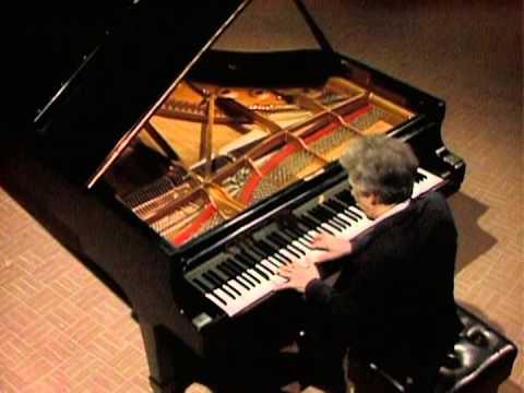 Vladimir Ashkenazy - Schumann Piano Sonata No.1 - III Scherzo